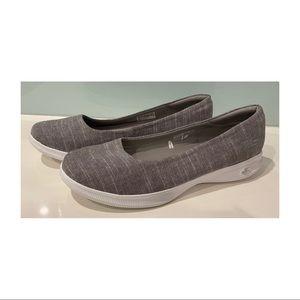 Women's Skechers Goga Max Lite light grey size 10